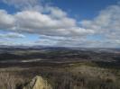 Вид на восток. Слева вершина останца № 2. На хребте Цаган-Хуртей выделяется г. Шантой
